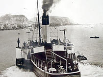 Paddle Steamer Cynthia leaves Pier